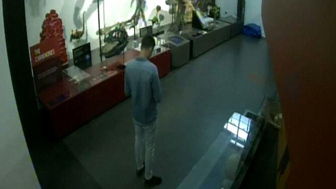 Nielegalne zwiedzanie. Włamał się nocą do muzeum i robił sobie selfie