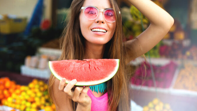 Kolorowo znaczy zdrowo. <br />Na diecie nie unikaj owoców