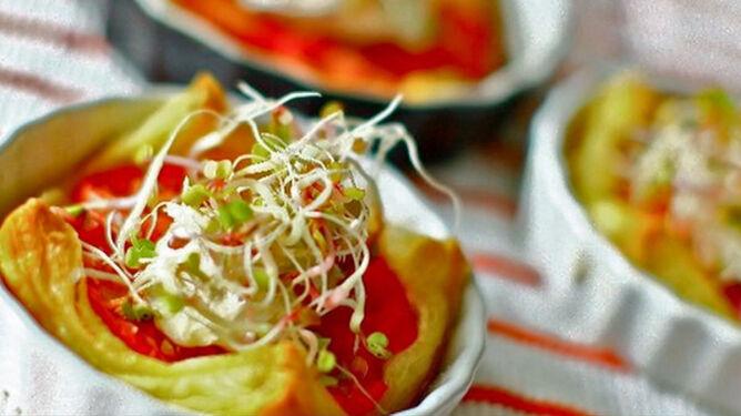 Ciasto francuskie z pomidorami. Przepis Moniki Mrozowskiej