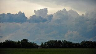 Prognoza pogody na jutro: przelotne opady deszczu, lokalnie burze